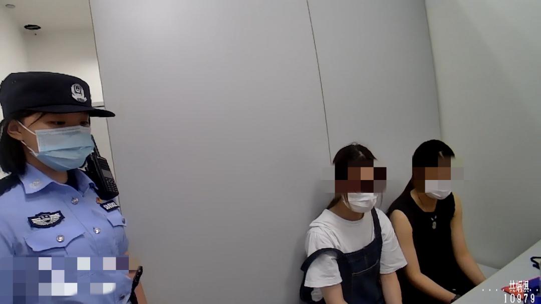如何看待两名女孩盗窃,假冒名牌女大学生求民警网开一面?