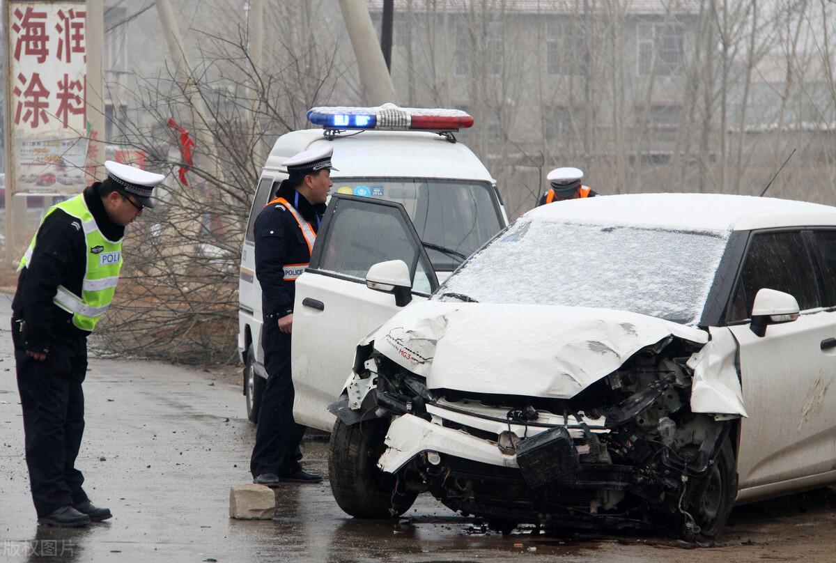 广西宾阳一广场舞表演队坐三轮返程时发生车祸!